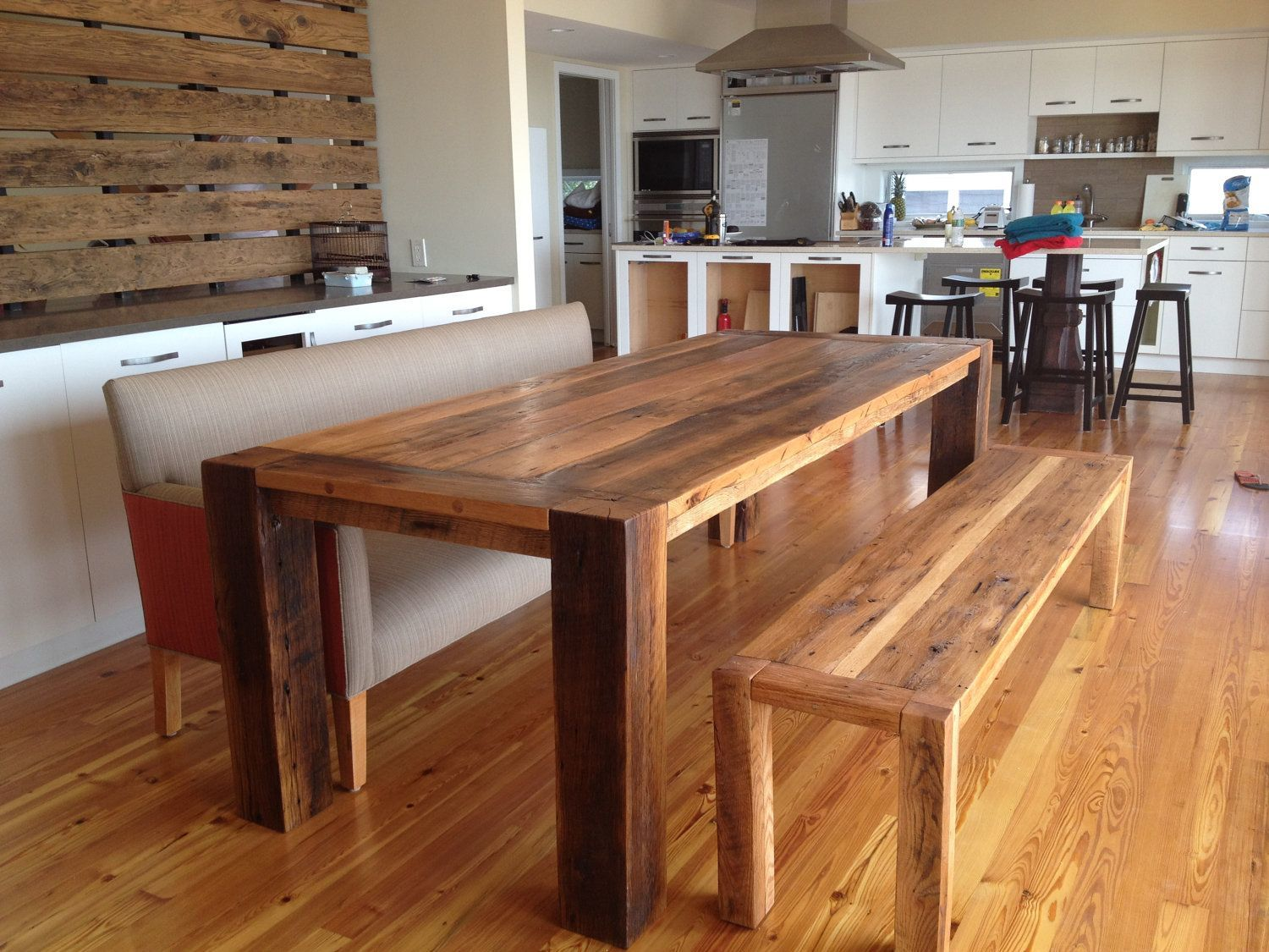 Advantages of the wood table