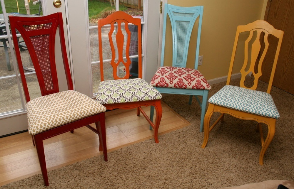 This type of painted wooden chairs is very exciting, because you can lib.