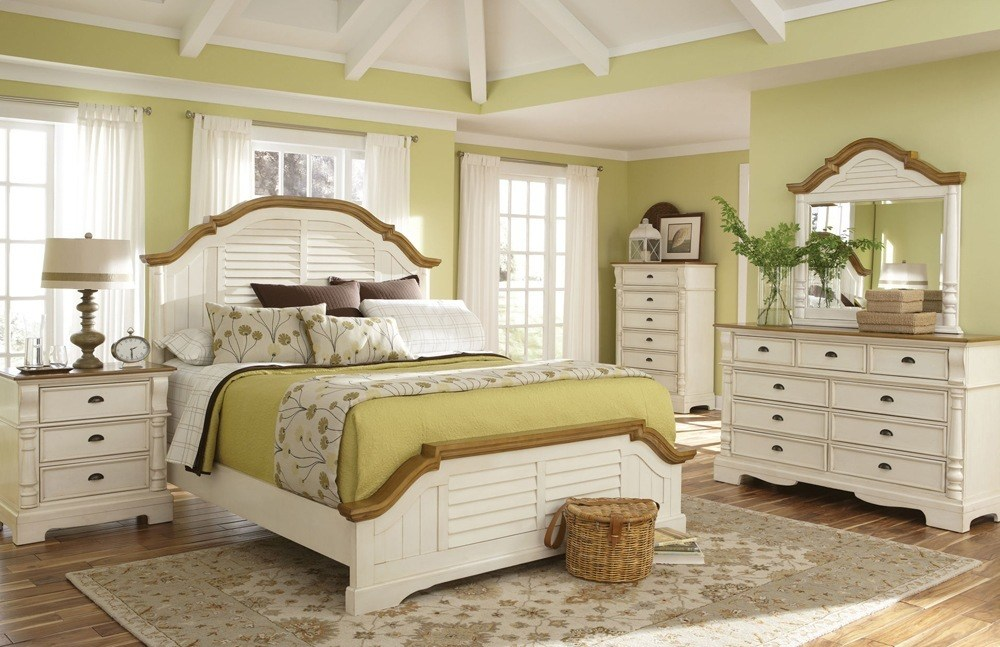 White Wooden Bed Set