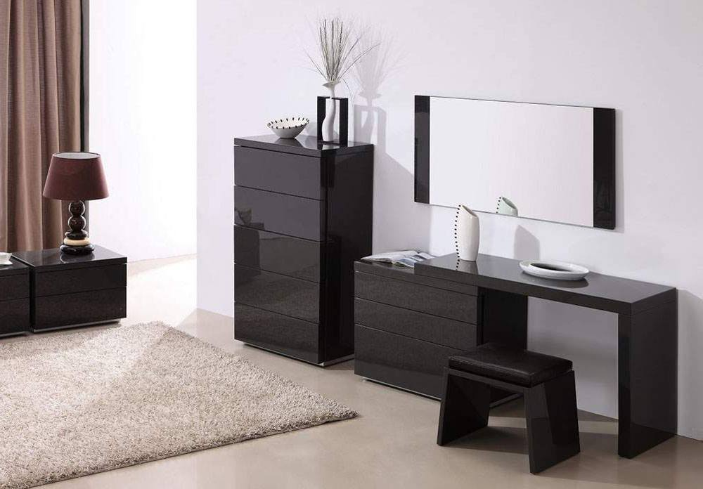 If your room is made in contemporary design then you can choose some modern bedroom dresser.