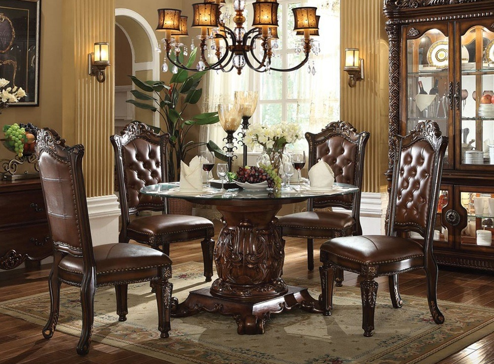 Country Round Table and Chairs