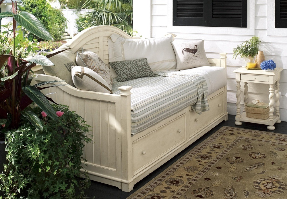 Outdoor White Wooden Sofa Bed