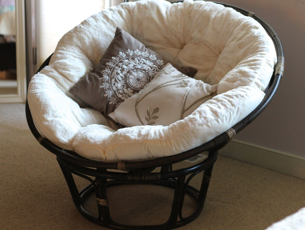 White papasan chair is the great opportunity for those who want some flexibility in their interior.