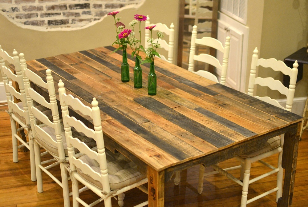 Italian farm table will easily realize all your desires with its natural materials and with its beauty.