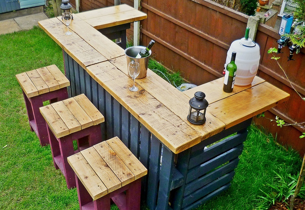 outdoor pallet bar. Black Bedroom Furniture Sets. Home Design Ideas