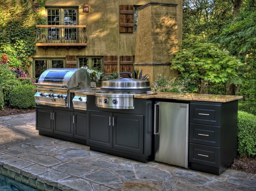 Outdoor Wood Kitchen Cooktop With Modular Wood Units