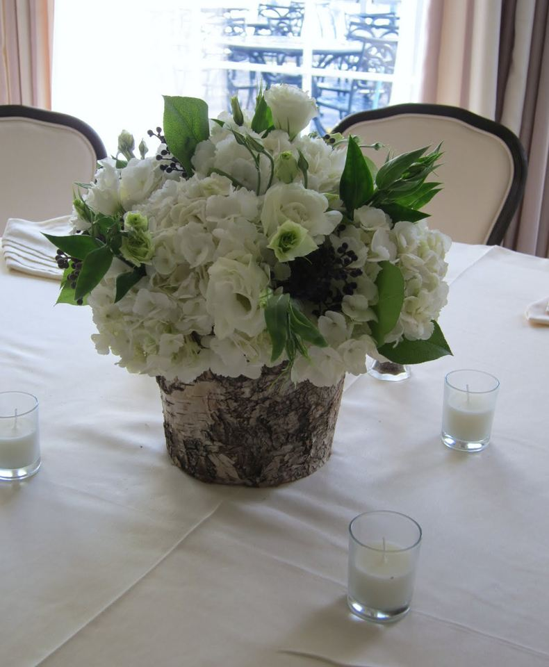 Now you have only to fill your new beautiful birch bark vase with flowers.