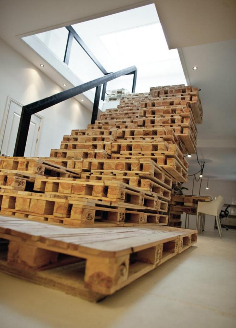 DIY Pallet Stairs