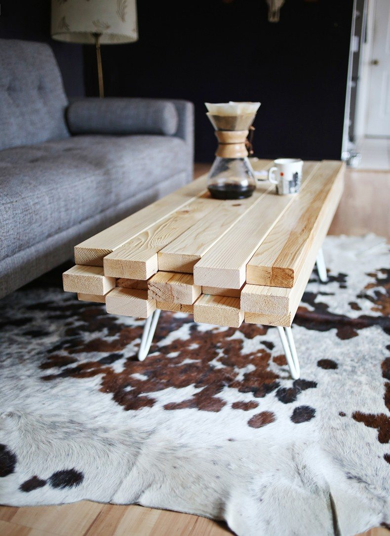 Homemade coffee table is very popular and easy to make nowadays.