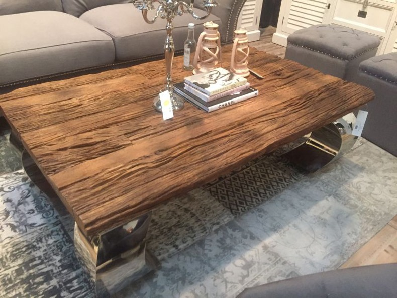 Modern interior designs with live edge coffee table ideas must be super clean, minimalistic and futuristic.