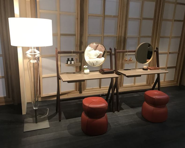 Dressing Table With Circle Mirror