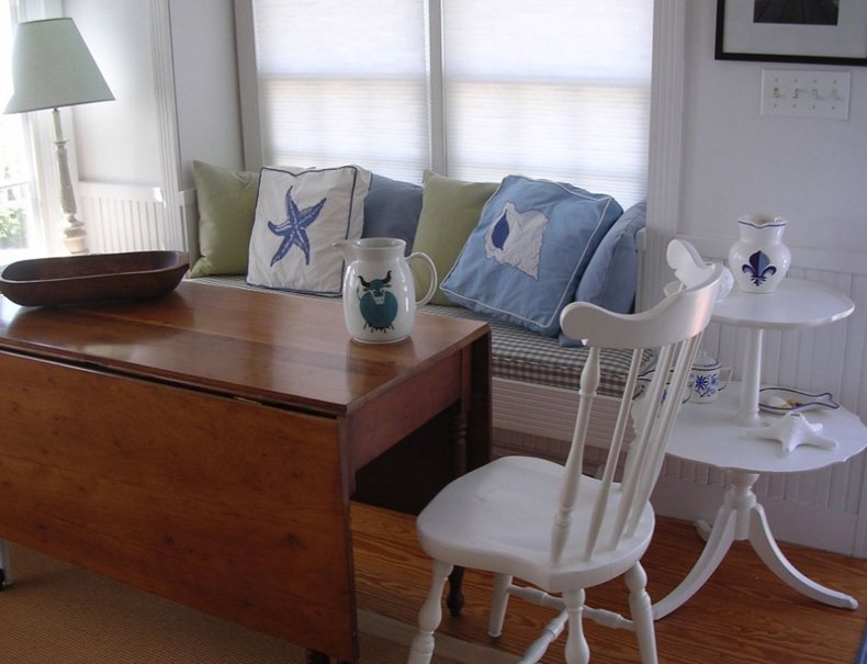 Small Room Window Seat Idea