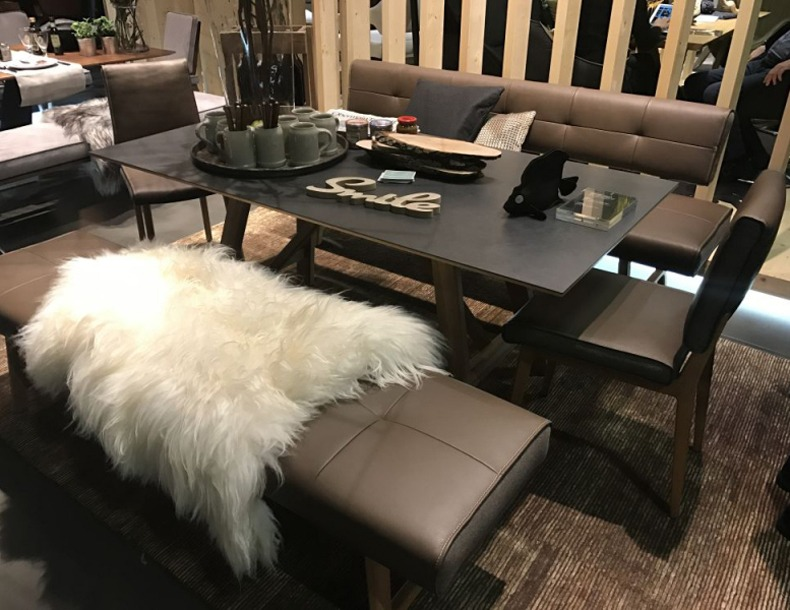 Decorating a Dining Room With Fur Accents