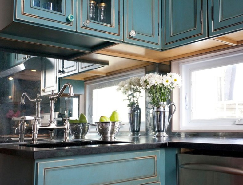 Kitchen With Mirror Backsplash