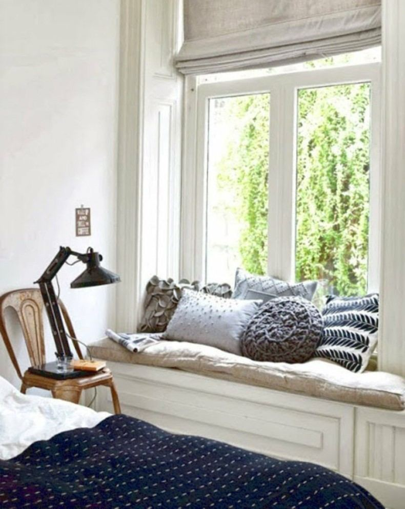 Pillows and Throws for Reading Nook