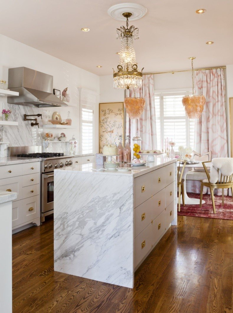 Pink Accents For a Feminine Kitchen