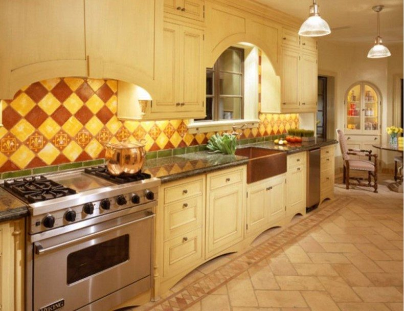 Traditional Kitchen Featuring a Floor Tile