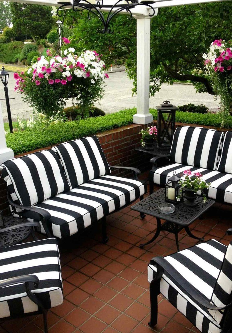 You may make an black and white striped patio chair cushions for your living room and bring an eclectic touch to the space.