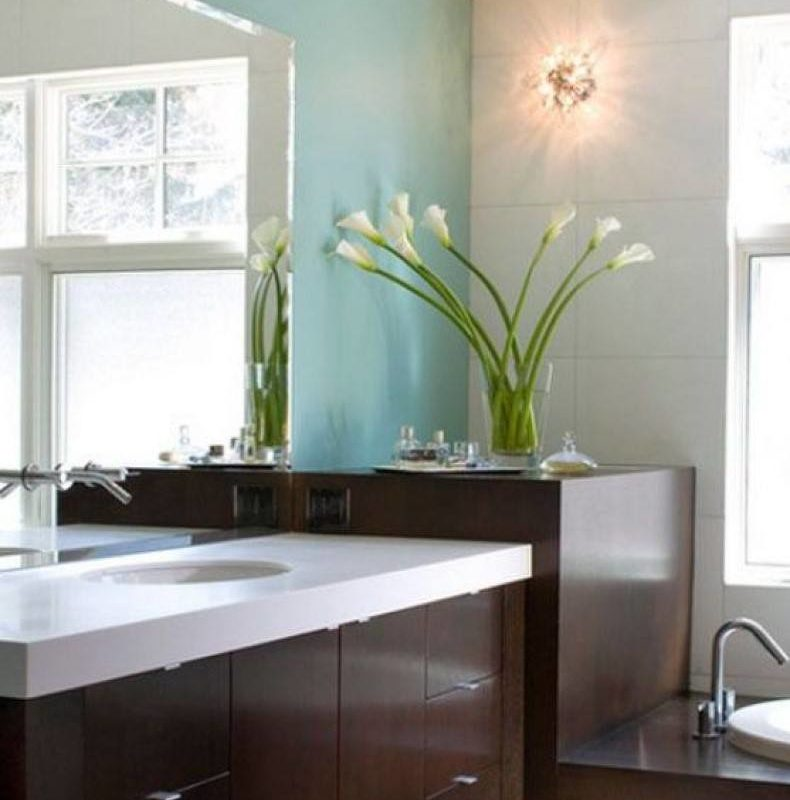 Bathroom flowers ideas can decorate any bathroom, make alive any space and become the perfect detail or present when guests come.
