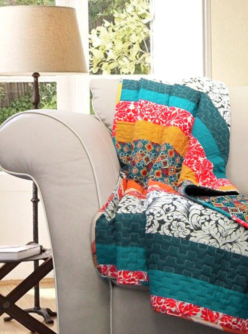 Boho throw blankets in domestic décor must show carefree, calm and positive ambiance.