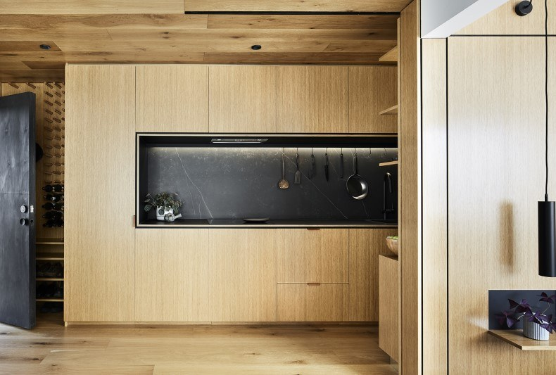 Black Kitchen in Small Apartment Decor