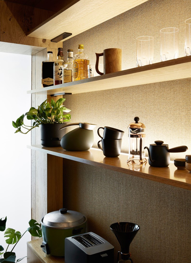 Kitchen Shelves in Small Apartment Decor